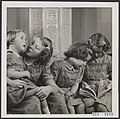 De vier prinsessen op Soestdijk, v.l.n.r. Marijke, Beatrix, Margriet en Irene, Bestanddeelnr 019-1040.jpg