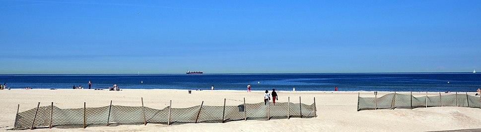 Der Strand bei Warnemünde 2
