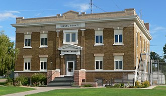 Deuel County, Nebraska - Image: Deuel County, Nebraska courthouse from SE 1
