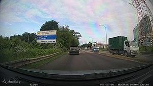Direction sign J7 Jalan Gelang Patah Ulu Choh - Mapillary (oeyrUIfTMH4iv33LGwYrnt).jpg