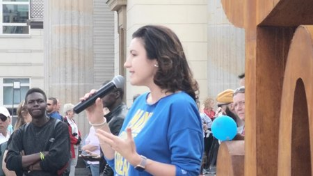 File:Dorothee Bär speaking in front of the Love Hate ambigram at Brandenburg Gate.webm