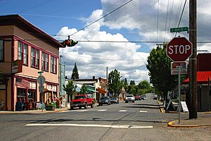 Washington State Route 501 - Looking east at the intersections of Main Avenue and Pioneer Street (SR 501) in Downtown Ridgefield