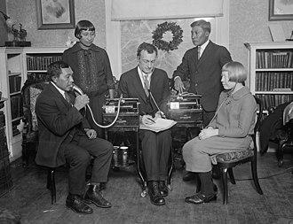 John Peabody Harrington - Harrington (center), recording speakers of the Guna language