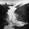 Eagle River, valley glacier with fragmenting terminus and hanging glaciers, August 9, 1961 (GLACIERS 6017).jpg