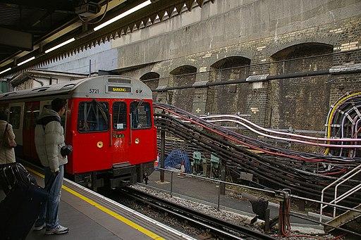 Edgware Road tube station MMB 02 C-stock