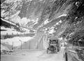 Ein Lastwagen unten an der Gotthardstrasse - CH-BAR - 3241086.tif