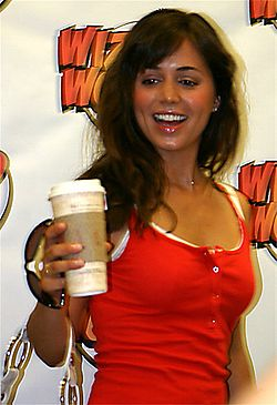 Eliza Dushku May 2004 holding coffee.jpg
