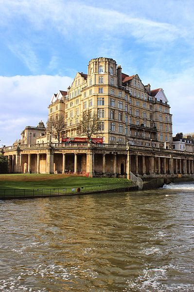 File:Empire Hotel from River Avon 1.JPG