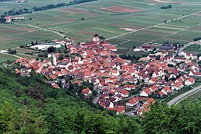 Eschbach (Pfalz), view from the Madenburg to the village.jpg