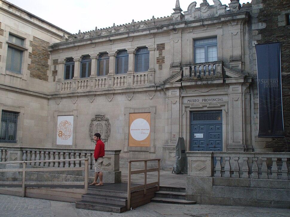 Fachada principal del Museo Provincial de Lugo, adosado a la Iglesia de San Pedro
