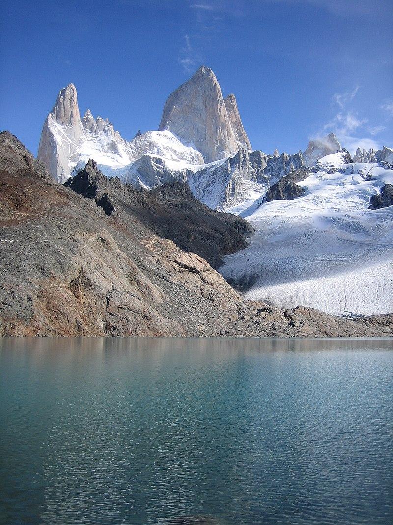 Le mont Fitz Roy (ou Chaltén) en Patagonie (Argentine). (définition réelle 1536×2048*)