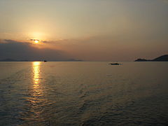 Flores Sea Indonesia Sunset 2009.JPG