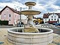 Fontaine aux lions, place centrale.jpg