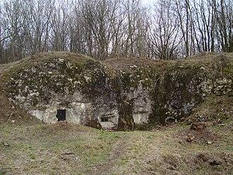 Fort Douaumont - Image: Fort Douaumont defenses perimeter