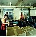 Fotothek df n-35 0000019 Facharbeiter für buchbinderische Verarbeitung.jpg