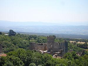 Castillo de Saissac y la llanura del Lauragais al fondo