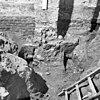 fundering tufsteen kerk onder de noord-oost pilaster, opgraving fundering - batenburg - 20028303 - rce