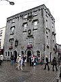 Galway - Shop Street - Lynch's Castle - panoramio.jpg