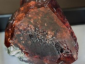 Spessartine - Image: Garnet Spessartine crystal detail