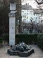 Gedenkstätte für die Opfer des ungarischen Volksaufstandes von 1956 an der Pfarrkirche Sankt Franziskus von Assisi in Budapest.jpg
