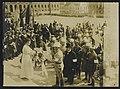 General Mannerheim werden beim Empfang in Helsingfors Blumen überreicht, Bestanddeelnr 158-0621.jpg