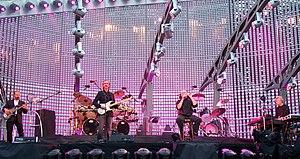 Double drumming - Genesis performing in 2007