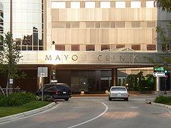 Entrada del Edificio Gonda de la Clínica Mayo de Minnesota
