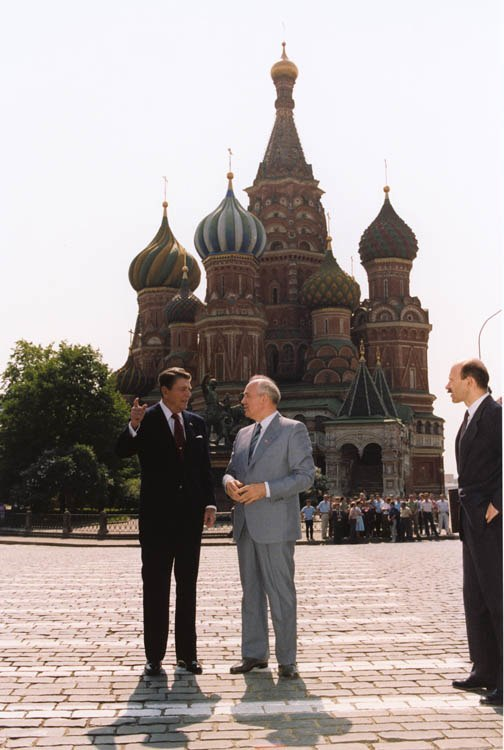 Gorbachev and Reagan 1988-5