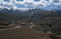 Vy fra 2001 over Dadesdalen og Atlasbergen i Marokko.
