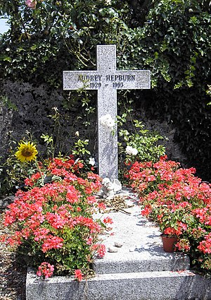 English: Grave of Audrey Hepburn in Tolochenaz...