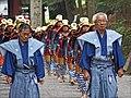 Groupe de samourai dans la procession Hyakumono-Zoroe Sennin Gyoretsu (Shunki reitaisai, Nikko) (42453446434).jpg