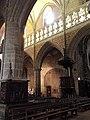 Guingamp (22) Basilique N.D. Nef 05.JPG