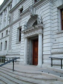 Entrada do prédio do HM Treasury em Londres.