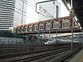 Hamamatsucho station free passages over Tokaido Shinkansen 02.jpg