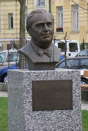 Hans Moser (actor) - A bust of Moser in Hans Moser Park in Hietzing