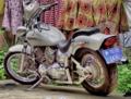 Hof mit Motorrad Ausschnitt B001a.png