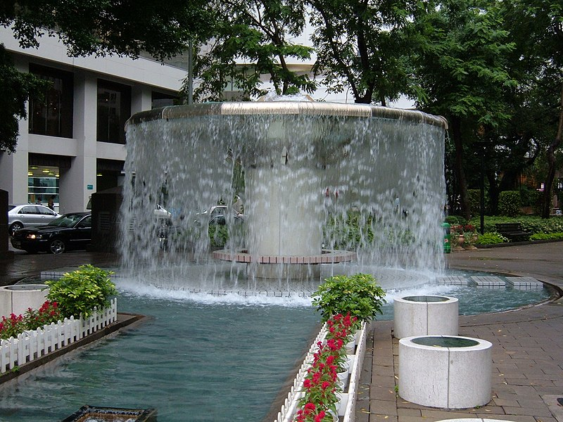 800px Hong Kong Park large fountain - hong kong...