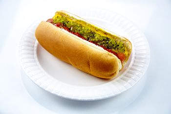 English: Hot Dog on a Plate.