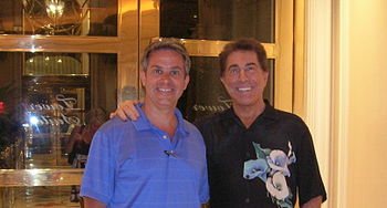 English: Steve Wynn (on right), developer, sho...