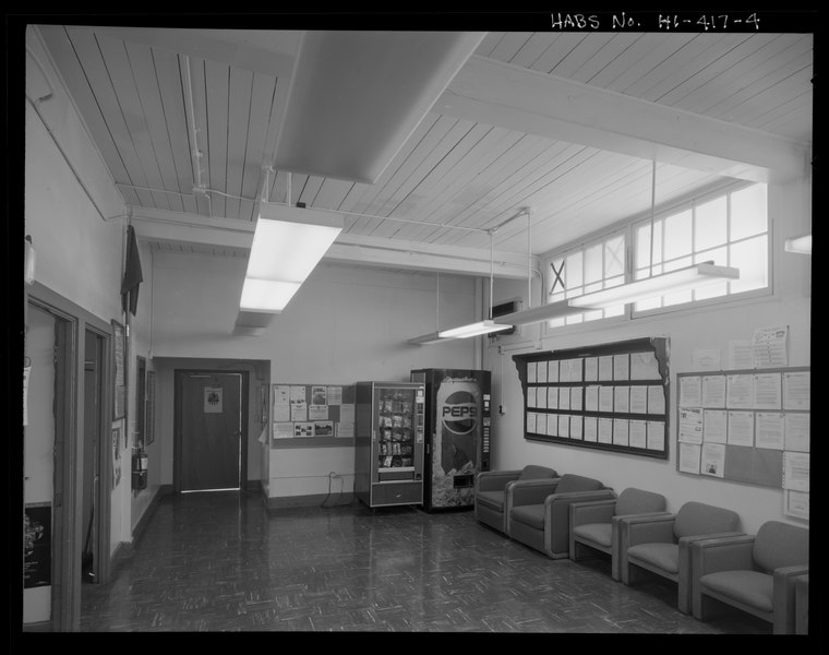 File:INTERIOR VIEW OF ROOM IN NORTH CORNER, LOOKING TOWARD DOOR IN PROJECTING ENTRY FOYER. - U.S. Naval Base, Pearl Harbor, First Aid and Decontamination Building, Wasp Boulevard near Ranger HABS HI-417-4.tif
