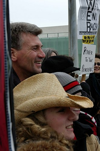 Government of Minneapolis - Mayor of Minneapolis R.T. Rybak and his family at a 2007 antiwar rally
