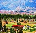 Imagen Panomarica del Distrito de Huamancaca Chico, Huancayo de fondo.jpg