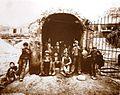 Interguglielmi, Eugenio (1850-1911) - Sicilia - Carusi all'imbocco di un pozzo della zolfara, 1899.jpg