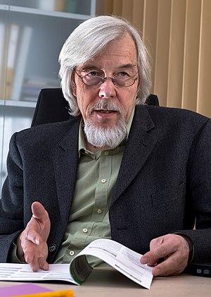 Rolf-Dieter Heuer - Image: Interview with Rolf Dieter Heuer 2009 8