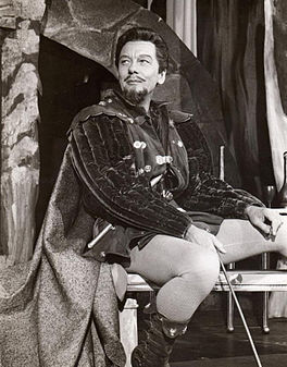 John Gielgud yn Much Ado About Nothing (1959)