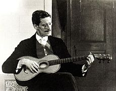James Joyce in 1915.jpg