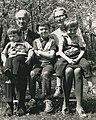 Josef Bohumil Souček s manželkou Rut a vnuky 1972 (Archiv ČCE).jpg