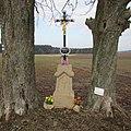 Kříž severně od Holušic (Q67180974).jpg