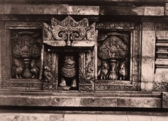 KITLV 155155 - Kassian Céphas - Relief with boddhi trees and gandharwas on the Shiva Temple of the Prambanan at Yogyakarta - 1889-1890.tif