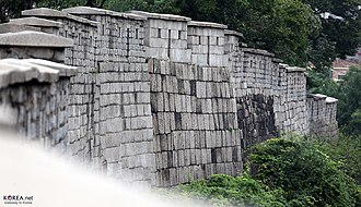 Fortress Wall of Seoul - Image: KOCIS Korea Seoul Fortress 20130924 07 (9911038604)